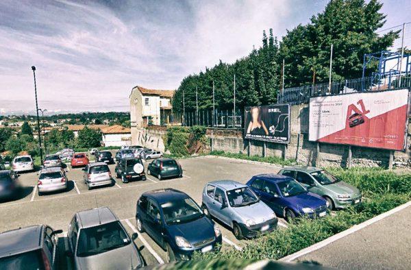 Cantù, via Murazzo (parcheggio): 2 postazioni